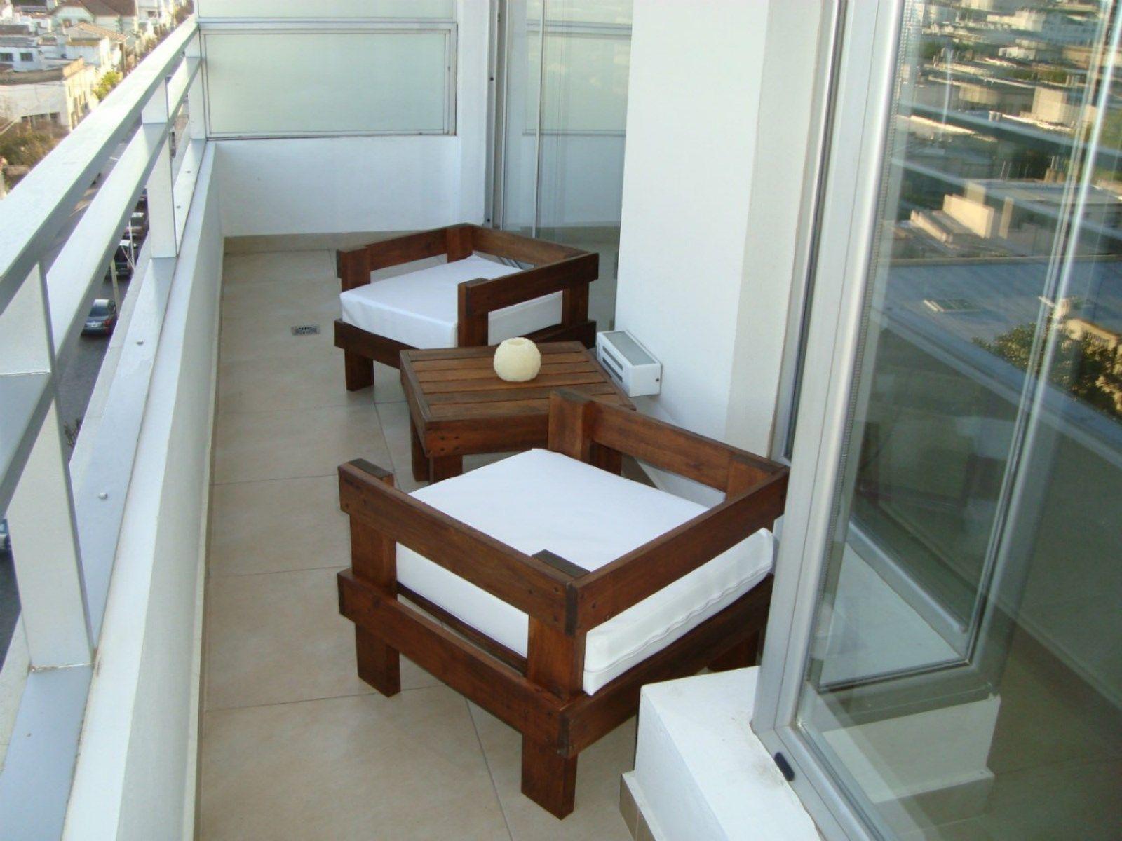 Juego de dos sillones individuales y una mesa ratona for Sillones de balcon