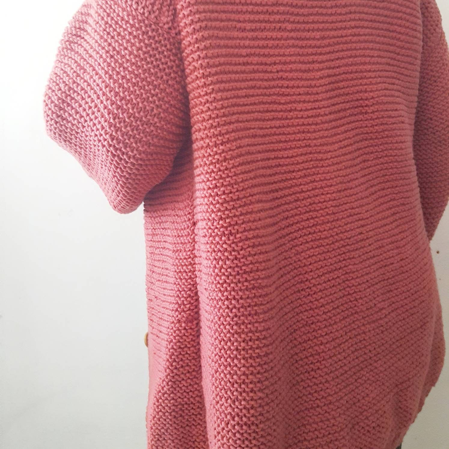 Chunky cardigan; slouchy cardigan; knitgifts; simple knit; big knit; cozy sweater; sweater weather; country fashion; trend; red cardigan