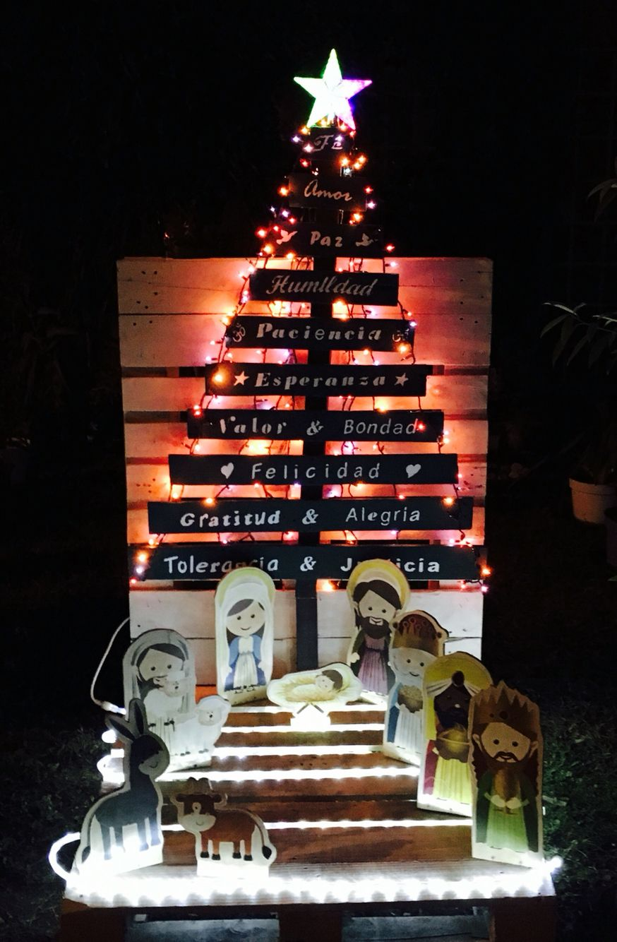 Rbol de navidad y nacimiento madera de palets reciclada pintura acr lica blanca verde caf - Arboles de navidad de madera ...