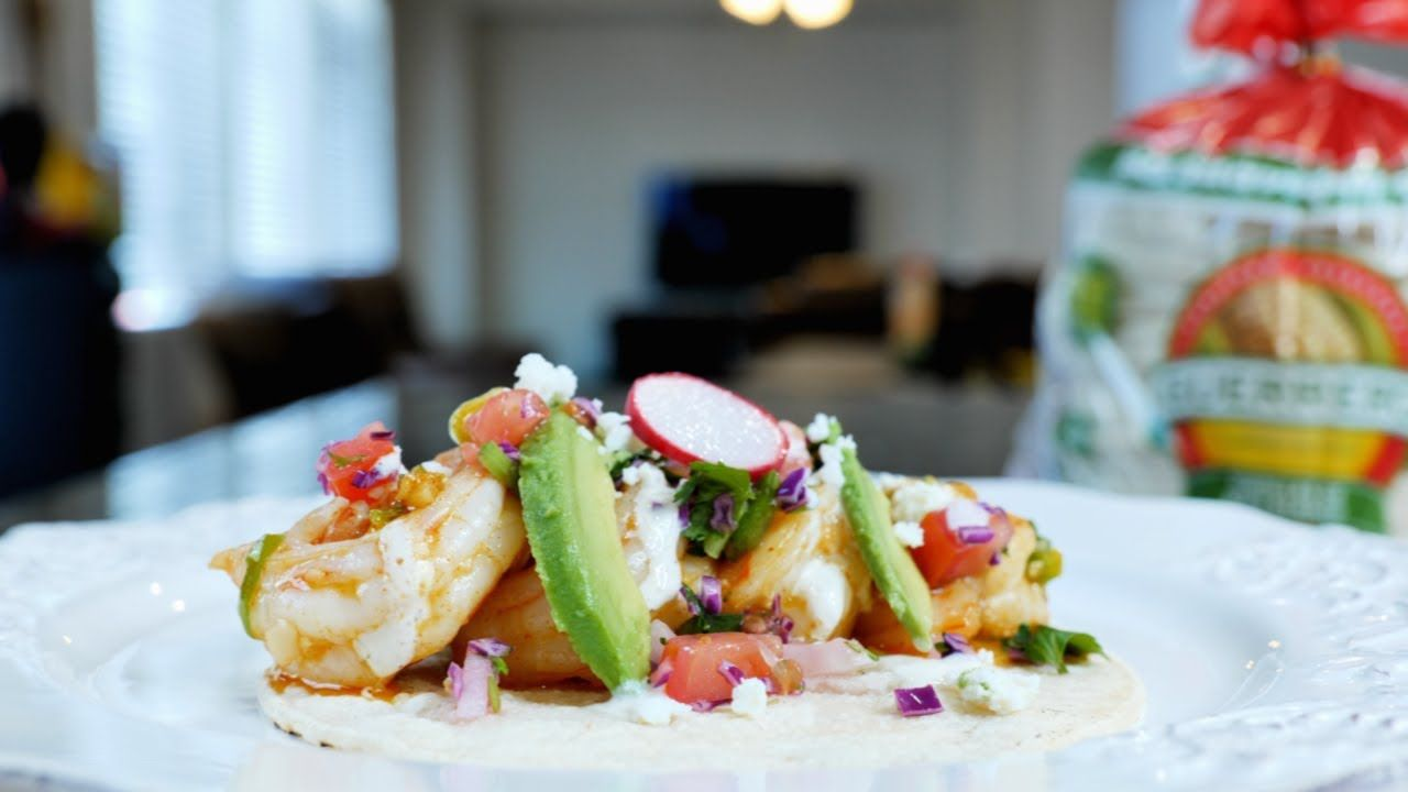 The BEST Garlic Shrimp Tacos + Garlic taco sauce