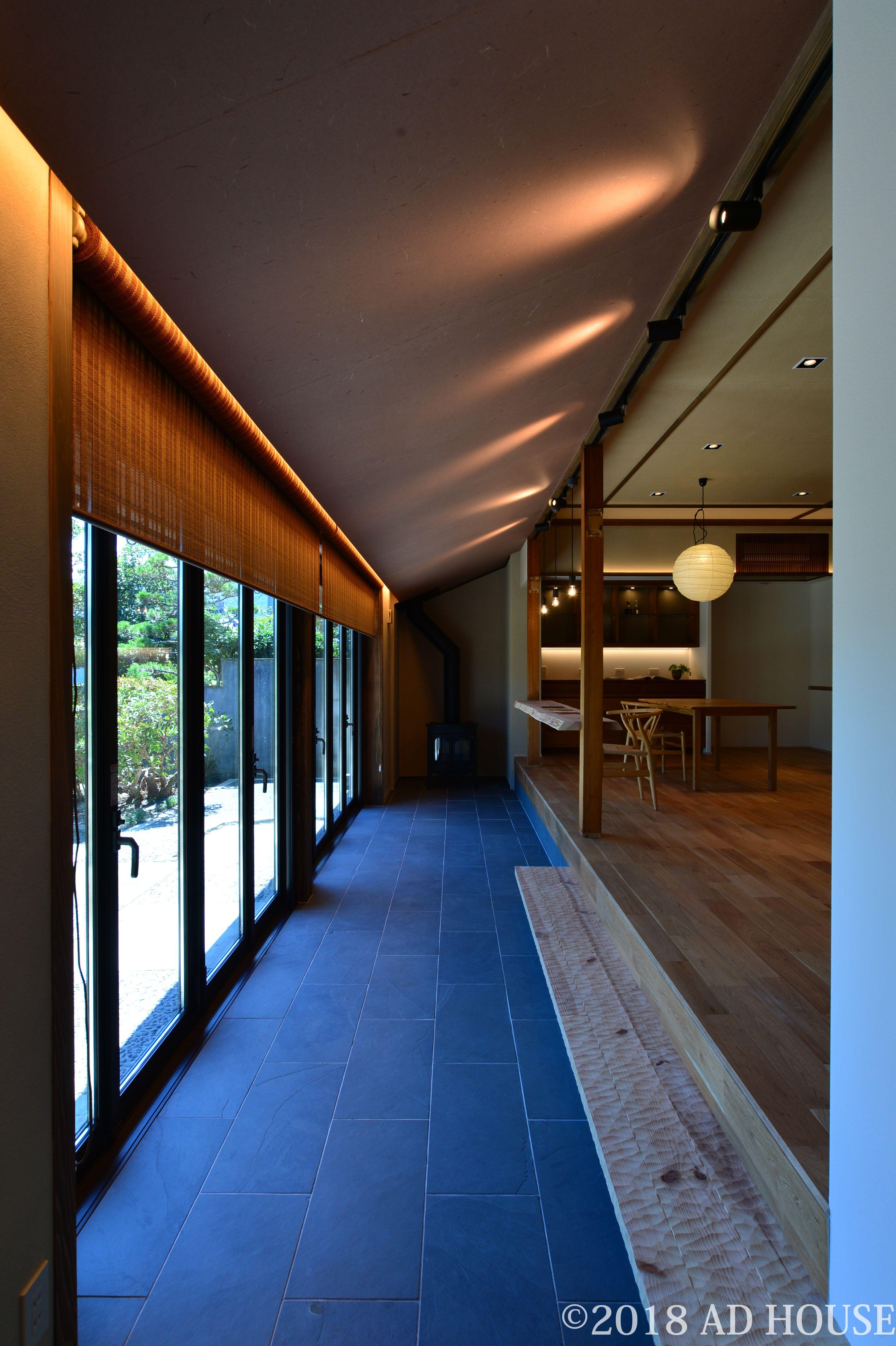大開口の窓がある和室 中庭のある家 平屋 リビング 土間 モダン