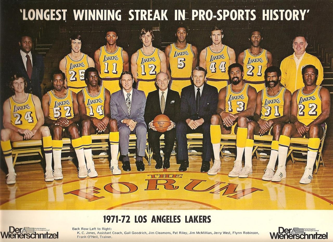 May 7 1972 The Los Angeles Lakers Defeated The New York Knicks 4 1 In The Nba Finals Capturing Their First League Cha Los Angeles Lakers Lakers Nba Pictures