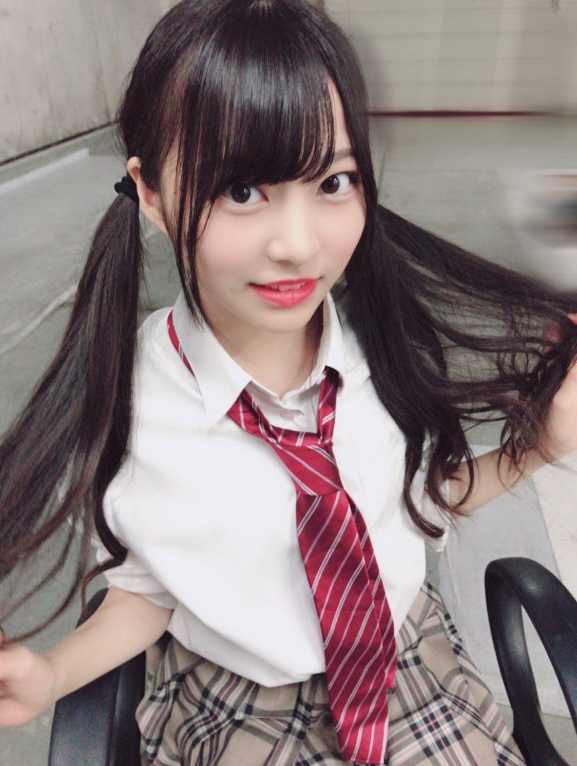 Pin on 制服少女(アイドル)
