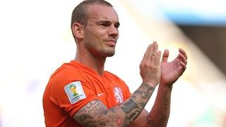 Wesley Sneijder of the Netherlands acknowledges the fans