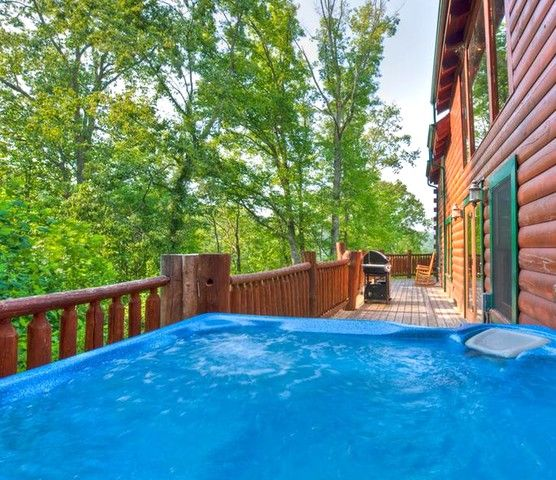 Hot Tub – Beautiful views day or night