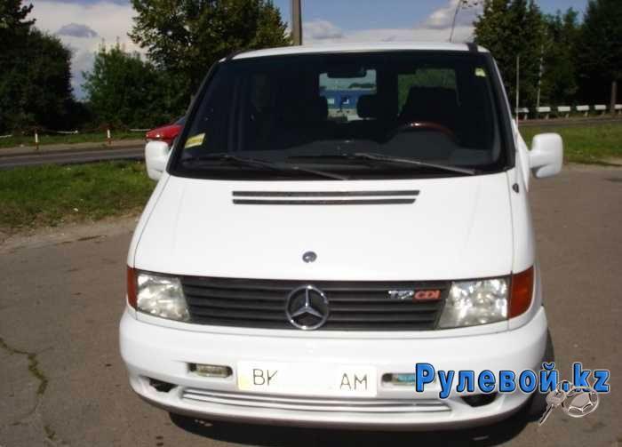 Решил оставить свой отзыв о Mercedes-Benz Vito 200 CDI 2002 года выпуска с механической коробкой, 2.2 литровым дизельным мотором мощностью 102 л. с. Купил в 2007 году с 130 тысячным пробегом.     Сразу понравилась его плавность хода, тормоза, резвость мотора, наличие системы стабилизации и объемность. Недостатком считают недоработанное крепление форсунки дизеля CDi и пневмоподвеску (особенно плохо с ней дела в холодную погоду).