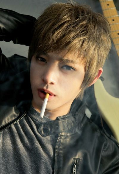 Ulzzang Jung Joon Young (disapprove of that smoking   <pokes