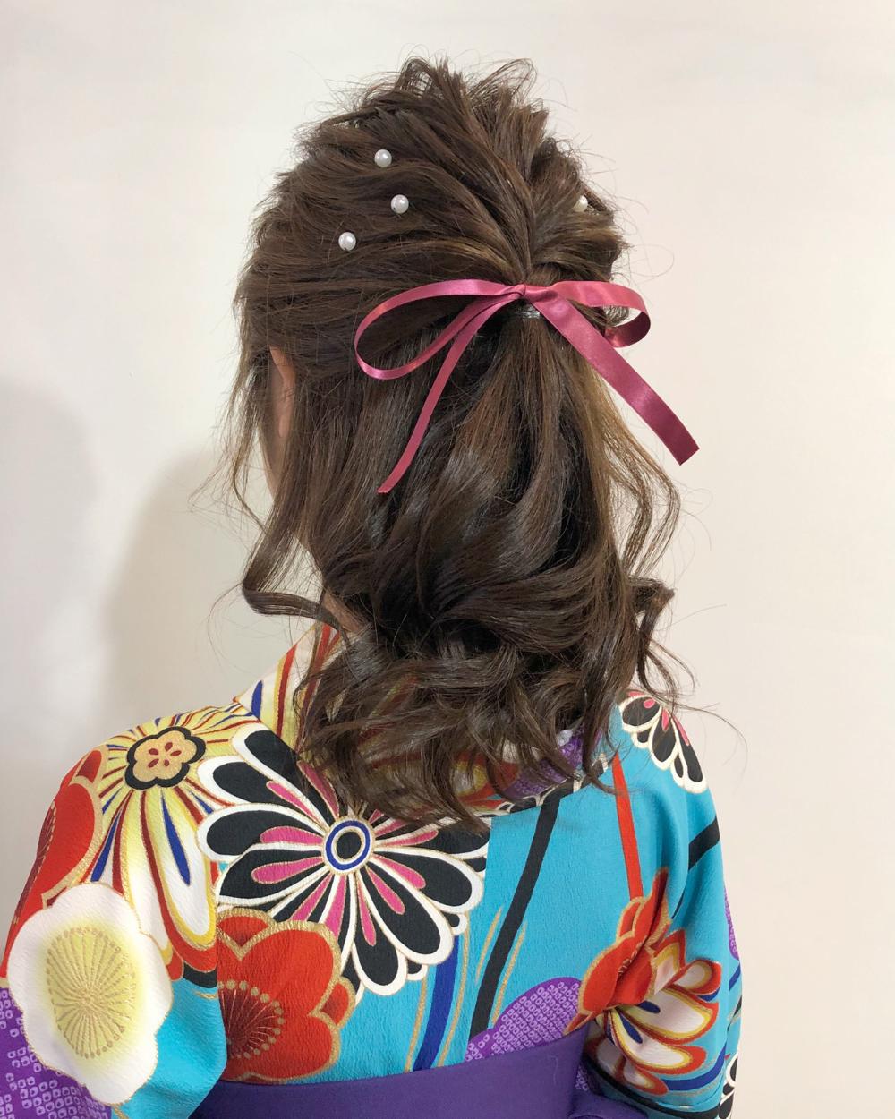 大和撫子になれちゃう愛らしい袴姿をもっと素敵にしてくれる髪型大特集 Hair 卒業式 髪型 ミディアム 卒業式 髪型 髪に花