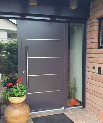 Porte du0027entrée en aluminium thermolaqué ral 8019 avec insert inox
