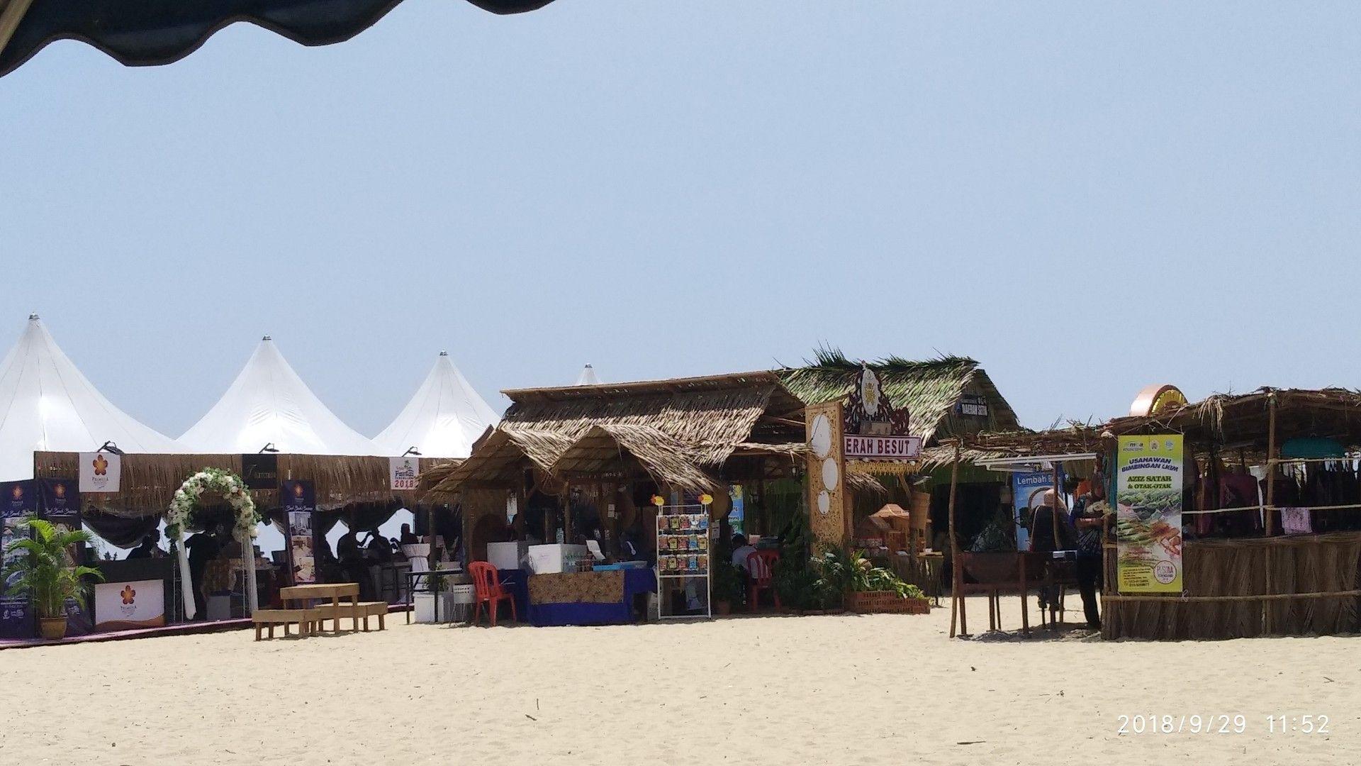 Pesta Pantai Batu Burok Patio Patio Umbrella Outdoor Decor - Pesta Pantai, Pesta Pantai Pariaman Tahun 2019 Kunjungan Wisatawan Meningkat Ekonomi Bergairah Posmetro Padang