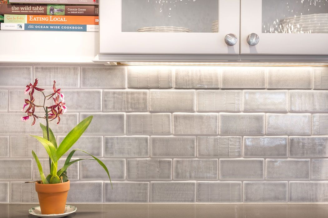 Textured Field Backsplash Pratt Amp Larson Textured Tile Backsplash Kitchen Tiles Backsplash Trendy Kitchen Backsplash