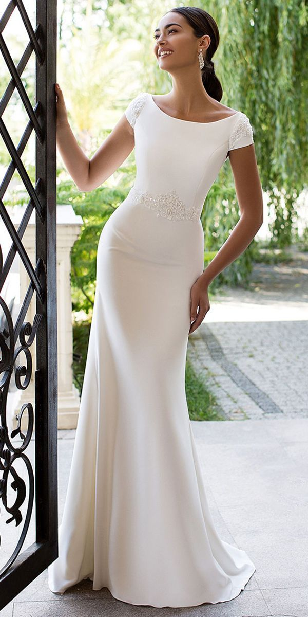 Modest Satin Bateau-Ausschnitt Ausschnitt Rücken Meerjungfrau Brautkleid mit Perlen … - Hochzeit ideen #spitzeapplique
