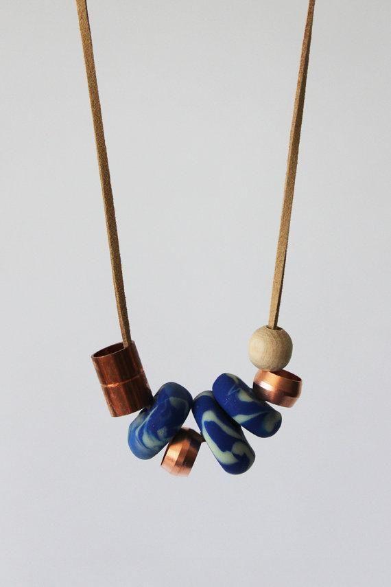 Copper pipe and marbled clay make for a lovely contrast of textures and tones. #etsyjewelry//  Askarteluliikkeen massoista helppo pyöräyttää monen muotoisia marmoroituja helmiä.