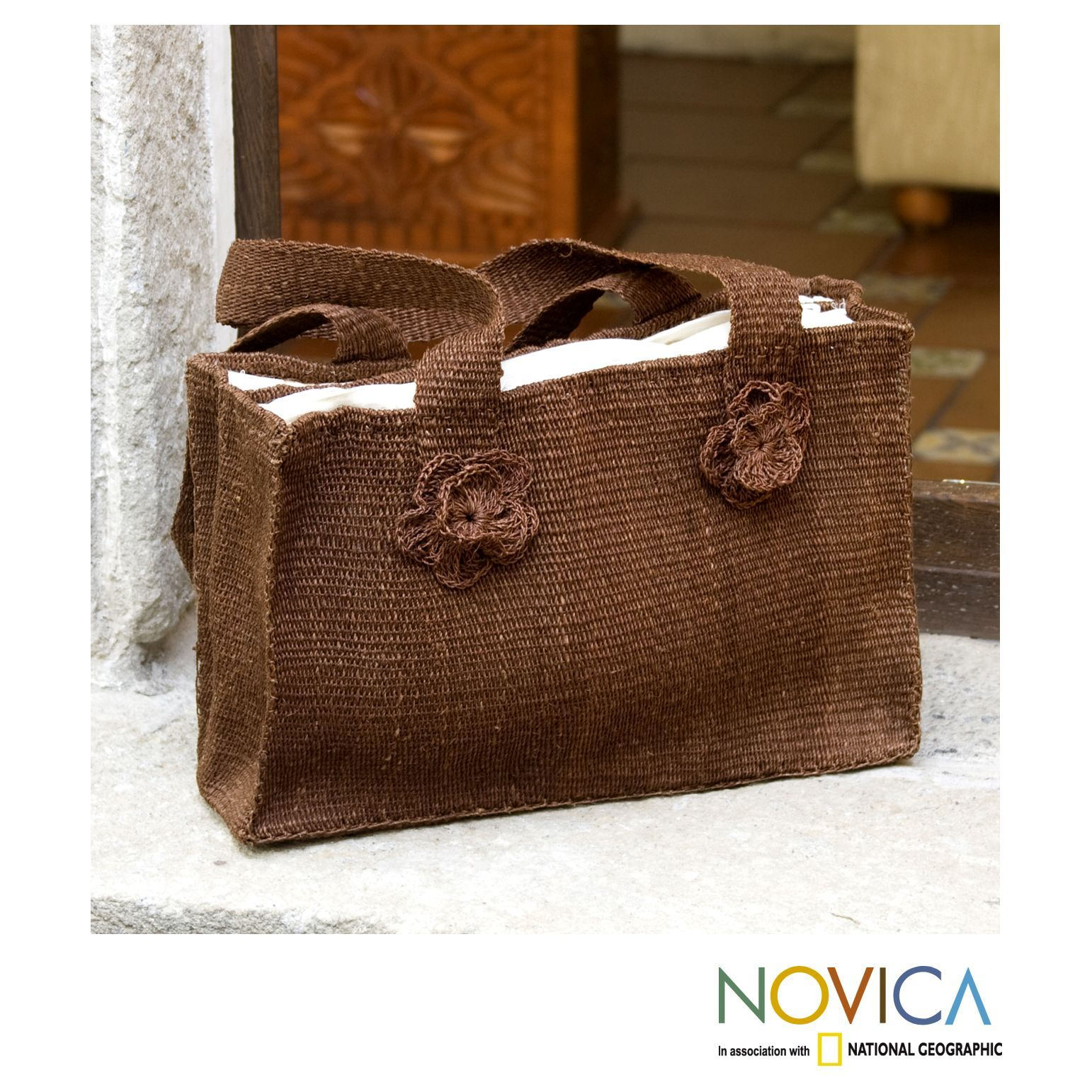 Natural fibers from the maguey plant lend their rich textures to this beautiful shoulder bag. Woven by hand, the shoulder bag has two inner compartments with a zipper pocket as Chorti Women Artisans crochet ornamental roses.