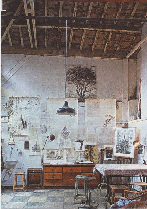 Natural elements in a atelier. I love how the artworks are all across the wall and how big this space is. I would love to have a art space like this for my own one day!