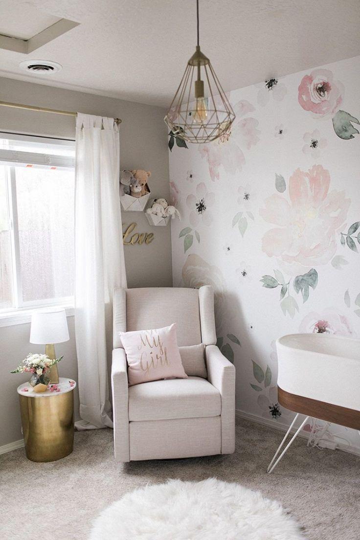 Entzuckende Babyzimmer Ideen Grau Rosa Blumentapete Metallische Akzente Babyzimmer Ideen Babyzimmer Kinderzimmer Fur Madchen