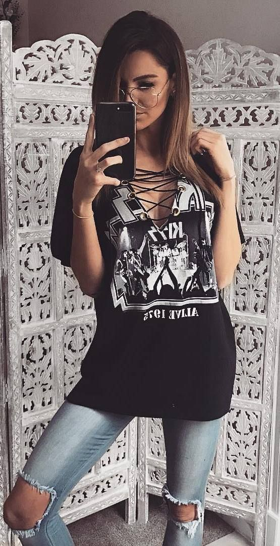 cool street style outit t shirt + rips