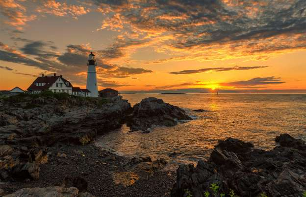 Snap A Photo Of The Lighthouse In Cape Elizabeth Maine
