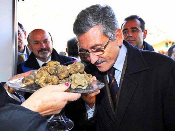L'agricoltura è una nuova realtà italiana http://tuttacronaca.wordpress.com/2013/10/19/agricoltura-nuova-realta-italiana-dalema-alla-sagra-del-tartufo/