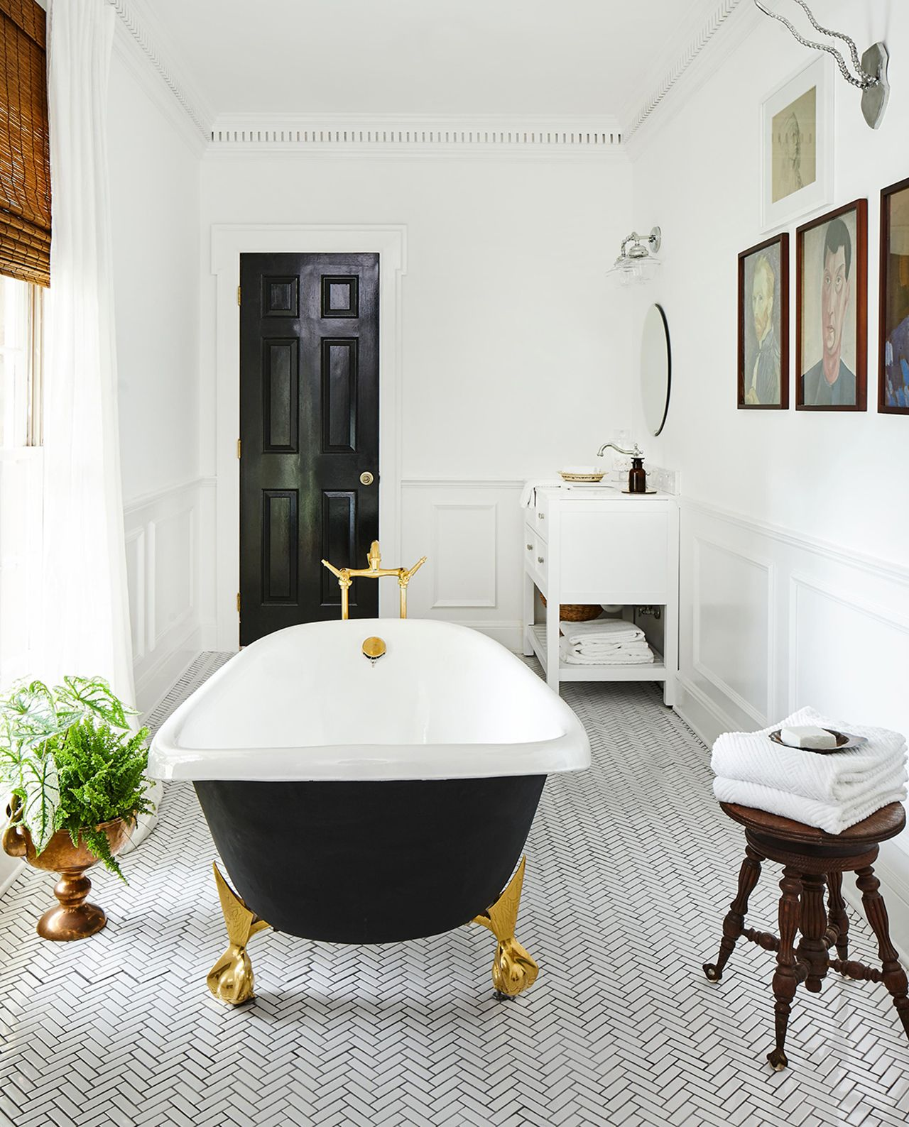 Accent Walls Are In: The 8 Best Bathroom Trends To Try In