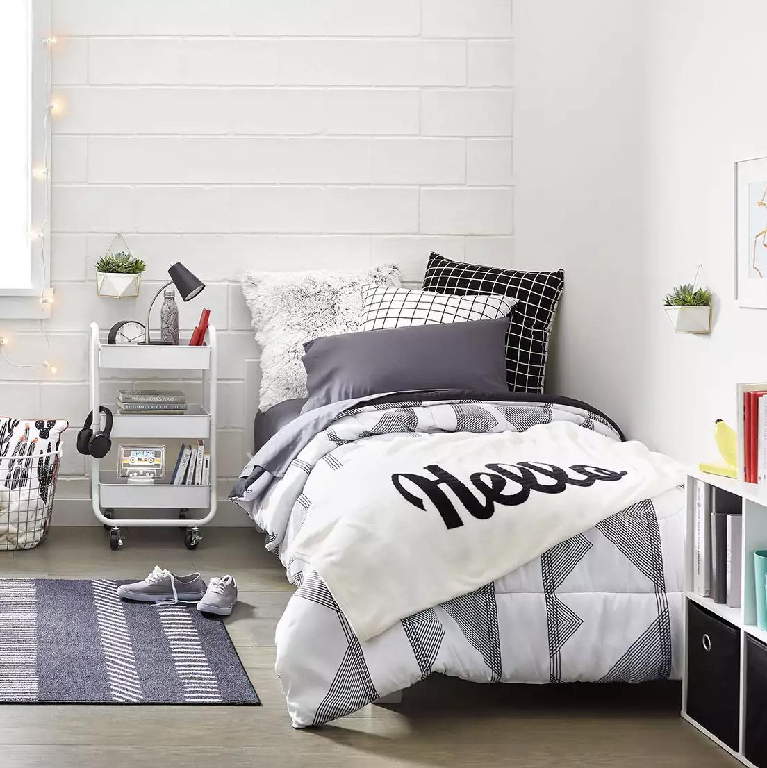 Best 31 Cozy Dorm Room Bed Risers Dormroominspiration 640 x 480