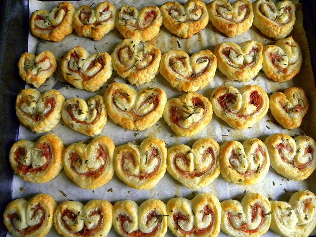 Sfogliatine allo speck e rosmarino - Puff pastry with speck and rosemary by manu flickr2010, via Flickr