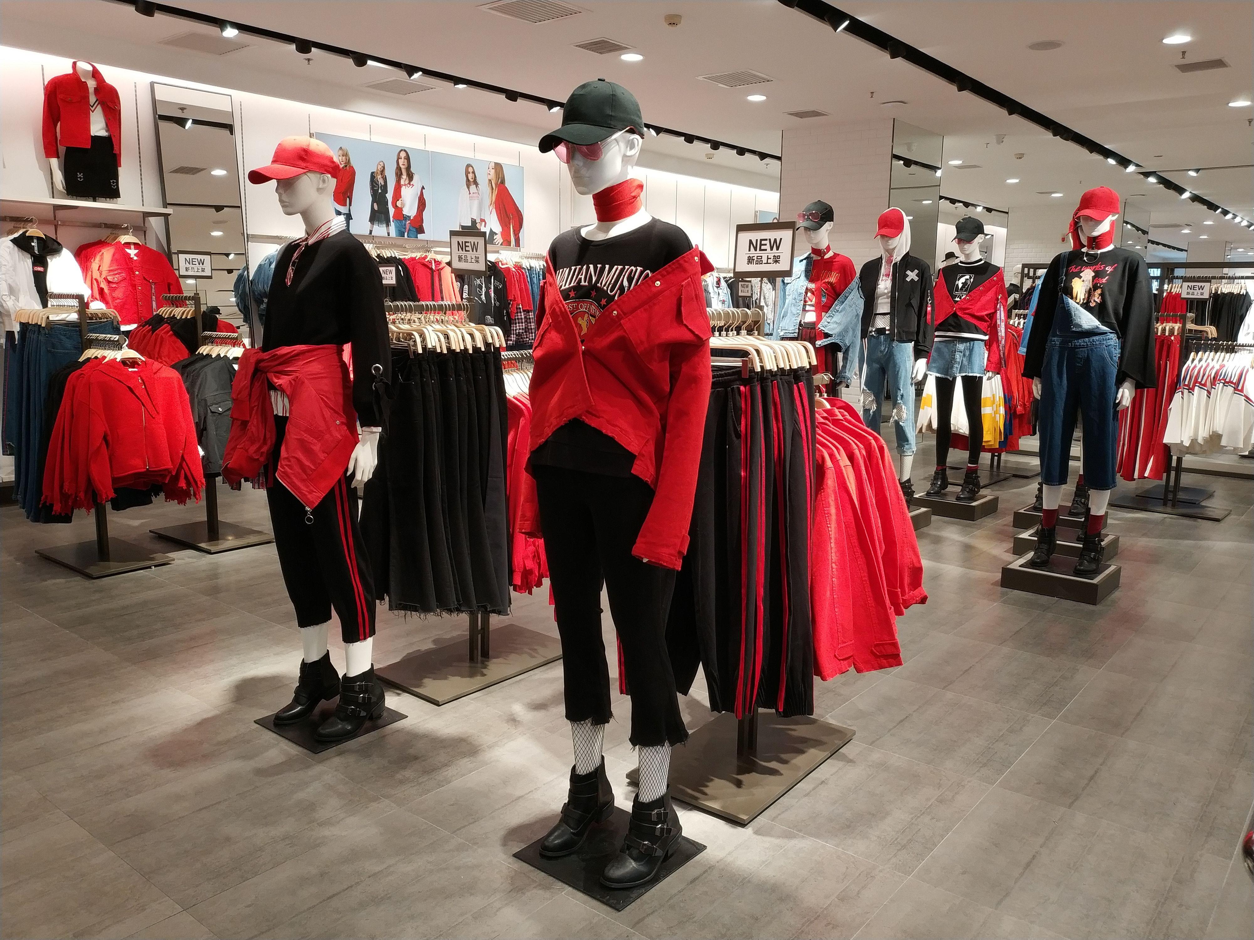 Yishion 2018 Spring Collection Ladies Instore Display Interior De Loja De Roupas Design De Loja Vitrine De Moda