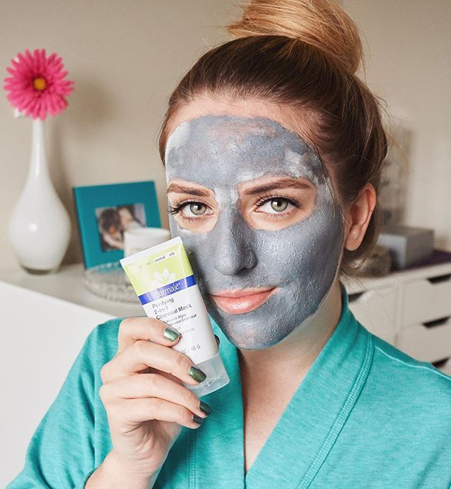 How to look like the moon emoji🌚 lol jk.. 😏It's GIVEAWAY TIME!! 🎁 5 of you will win this amazing @dermae Purifying Charcoal Mask! 💙 My favorite exfoliating detox mask that leaves my skin super soft and glowing. It's cruelty free and can be found at Ulta & Whole Foods. RULES:  1. Follow @dermae.  2. Like this photo. 3. Tag 3 of your closest friends below.   EDIT: Giveaway is closed✨ Winners were announced below.🤗 Thank you to everyone that entered! There will more giveaways very soon😘