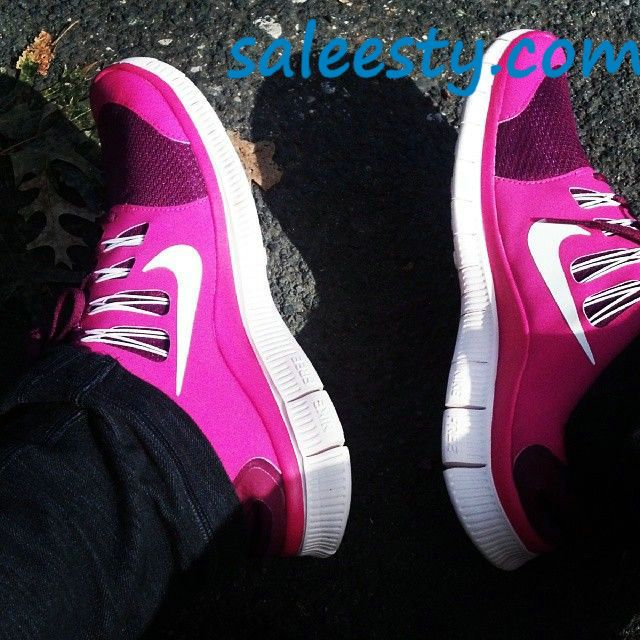 I like pink #Nikes      Want these #nike #shoes! Maybe they will motivate me to work out more! :)
