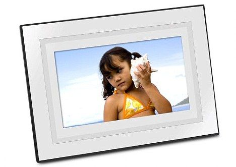 wall-mounted large digital photo frames range in size from 15 inch ...