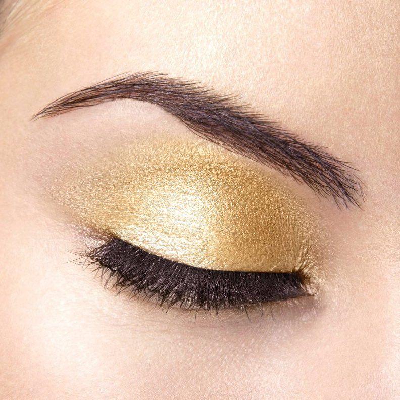 """Cyzone on Instagram: """"Con tan solo aplicar la sombra #StudioLook en tono gold tienes un #maquillaje sobrio pero 🔝🔝🔝 #maquillaje #makeup #makeuplover…"""""""