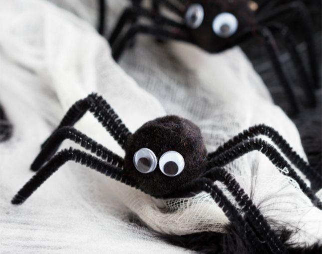 Pompoms spiders Halloween Pinterest DIY Halloween - spiders for halloween decorations