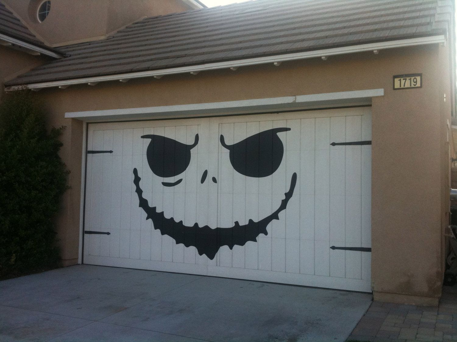 Jack Skellington face on garage door Holiday Ideas Pinterest - Halloween Garage Door Decorations