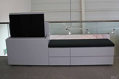 interl bke cube sitzbank mit tv lift board tables. Black Bedroom Furniture Sets. Home Design Ideas