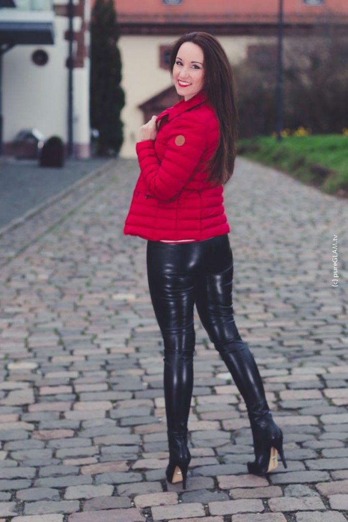 daunenjacke in rot enge lederhose und plateau stiefel fashion rote lederhose ootd und. Black Bedroom Furniture Sets. Home Design Ideas