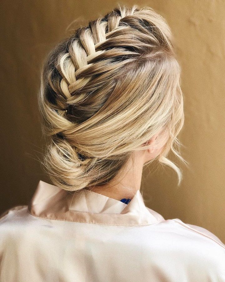 Romantic wedding hairstyles for long hair | fabmood.com #hairinspo #weddinghair #hairstyle #messyupdo #updoshorthair #upstyle #weddinginspo #bridalhairstyles