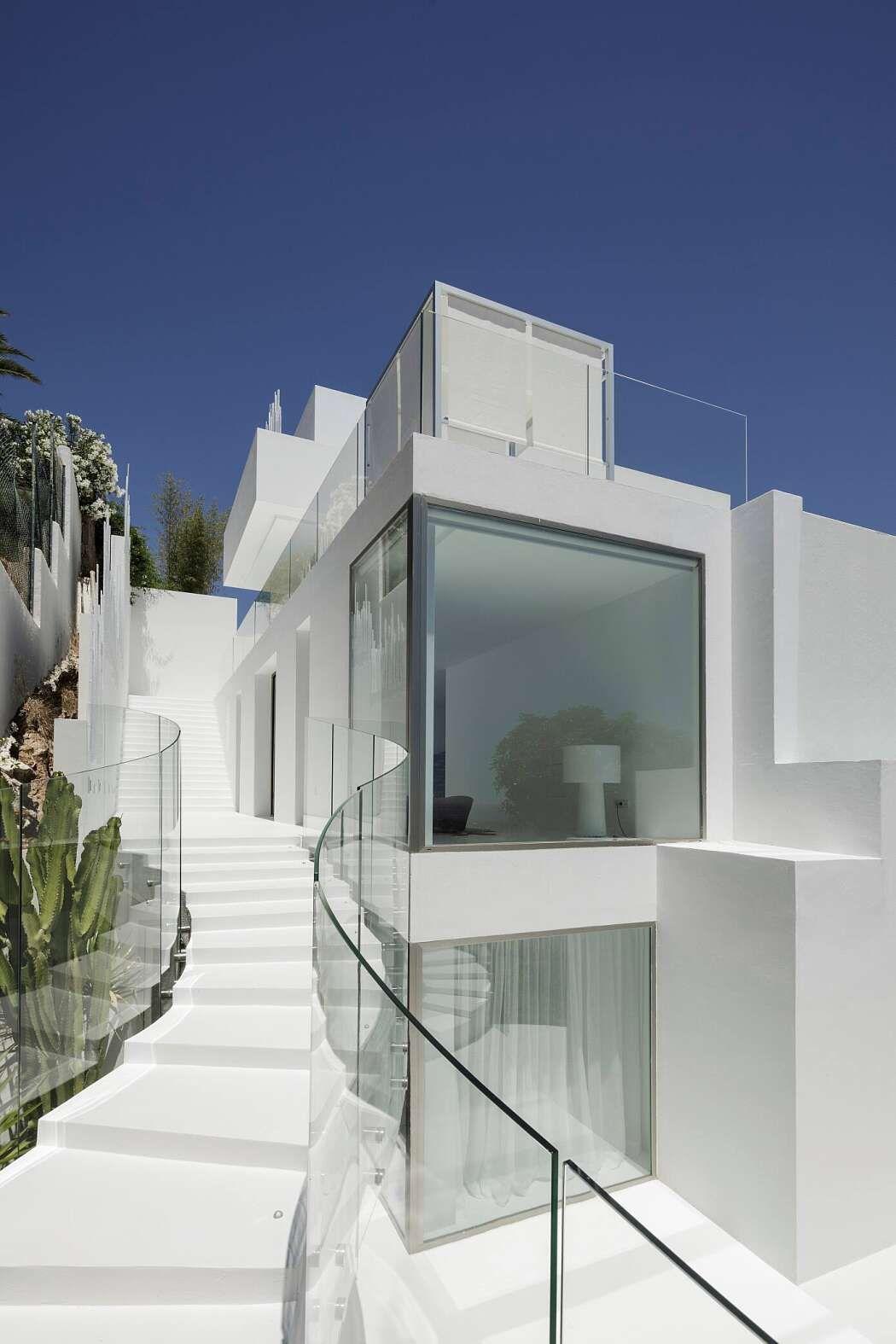 Hills Residence by Metroarea Modern style homes