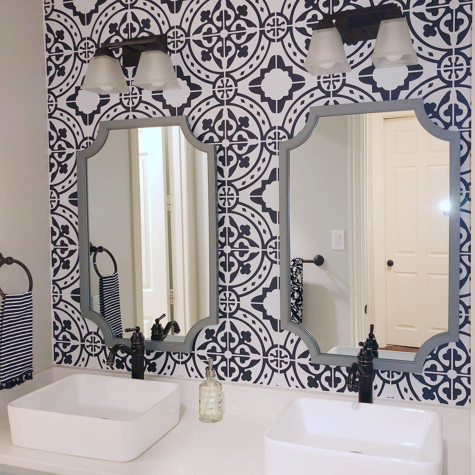 Moroccan Tile Peel And Stick Wallpaper Removable Wallpaper Etsy In 2020 Peel And Stick Wallpaper Bathroom Wallpaper Modern Tile Wallpaper