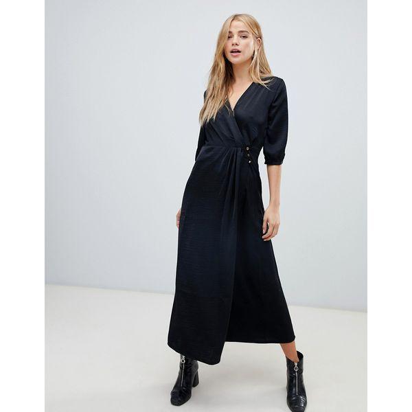 Schwarzes Kleid aus Satin #dress #style #black | Maxi kleider