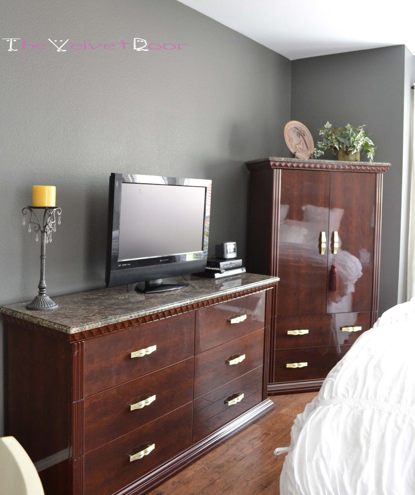 Best Benjamin Moore Gray Owl With Images Bedroom Tv Wall 400 x 300