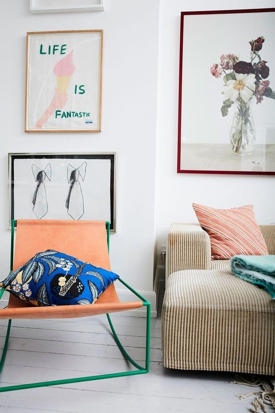 Make this fall super artistic using creative pieces and filling your home with the pretties fall colors. Nevertheless, don't forget the cozy elements that will give the perfect fall feeling to your home. Here are eight artsy and cozy spaces that will inspire you just in time for fall: Photo credit 1. Looks like fall A neutral space will instantly