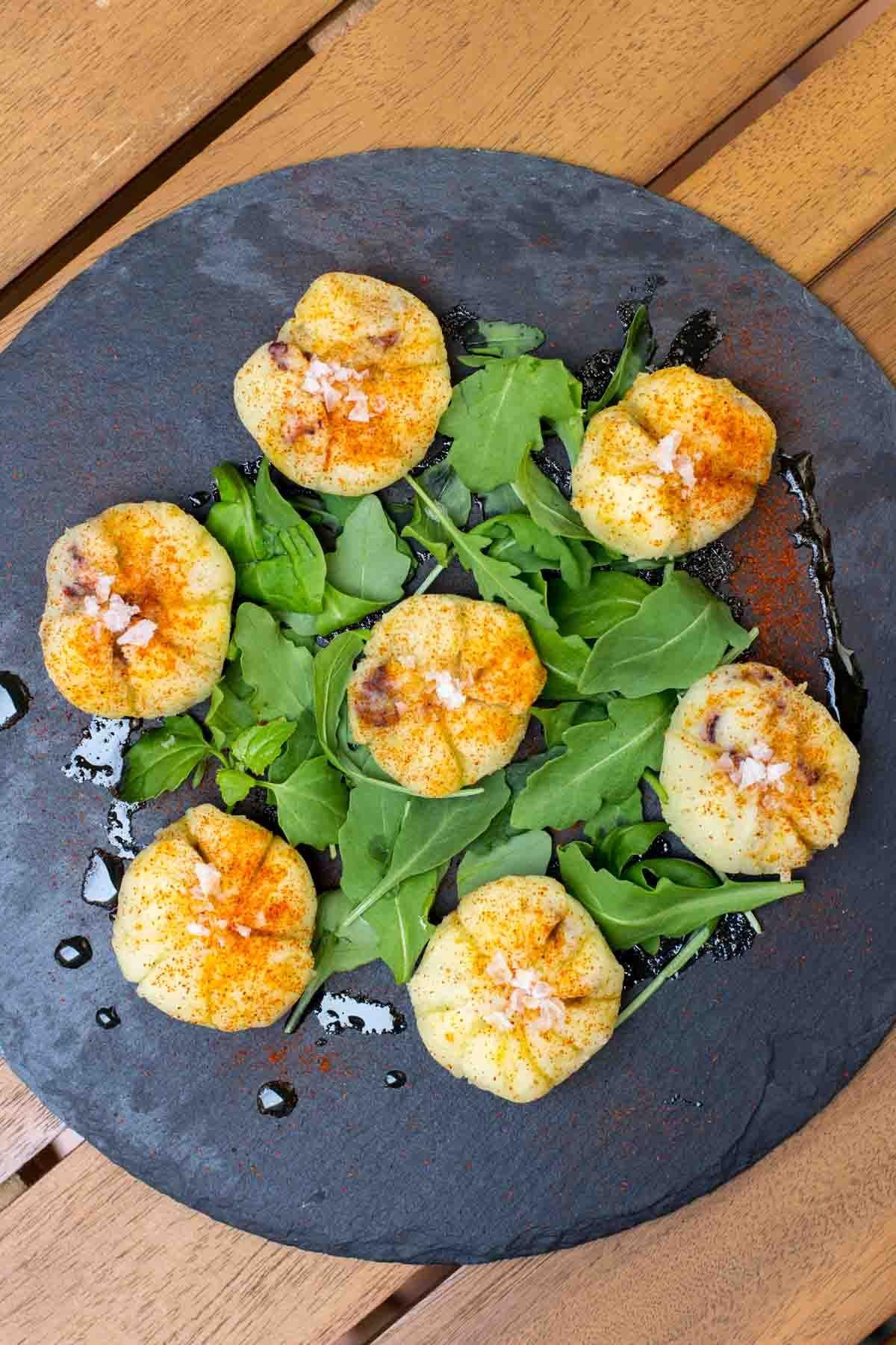 Bolitas de pulpo huevo gigante pulpo recetas aperitivos calientes y recetas - Ensalada de judias pintas ...