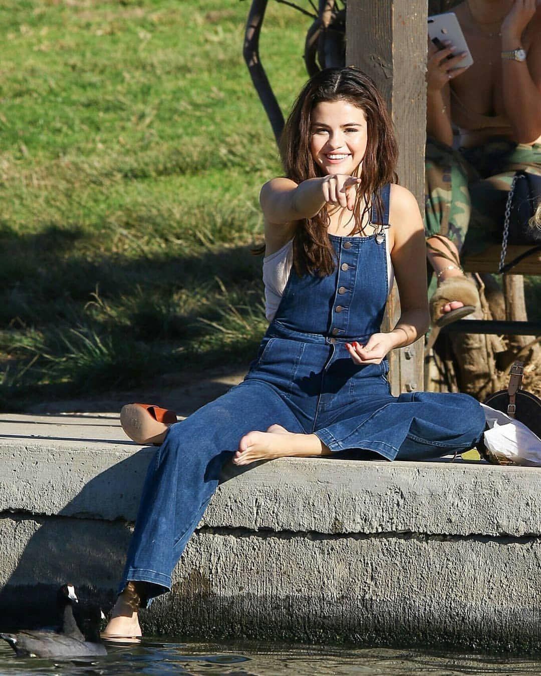 1 194 Curtidas 2 Comentarios Selena Gomez Updates Snapsofgomez No Instagram I Ll Guess I Wasn T Mu Selena Gomez Outfits Selena Gomez Style Selena Gomez