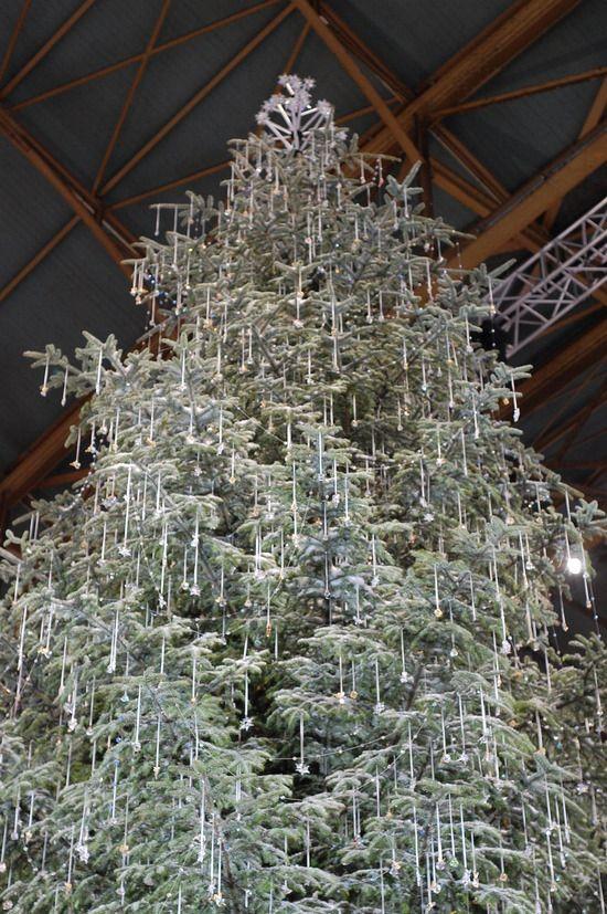Zurich S Swarovski Christmas Tree Casa Del Arbol Swarovsky The Globe