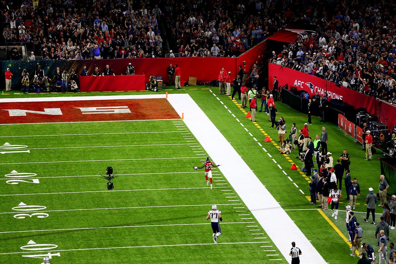 Atlanta Falcons cornerback Robert Alford returns an interception