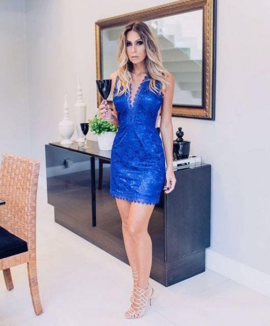 Vestido tubinho renda azul