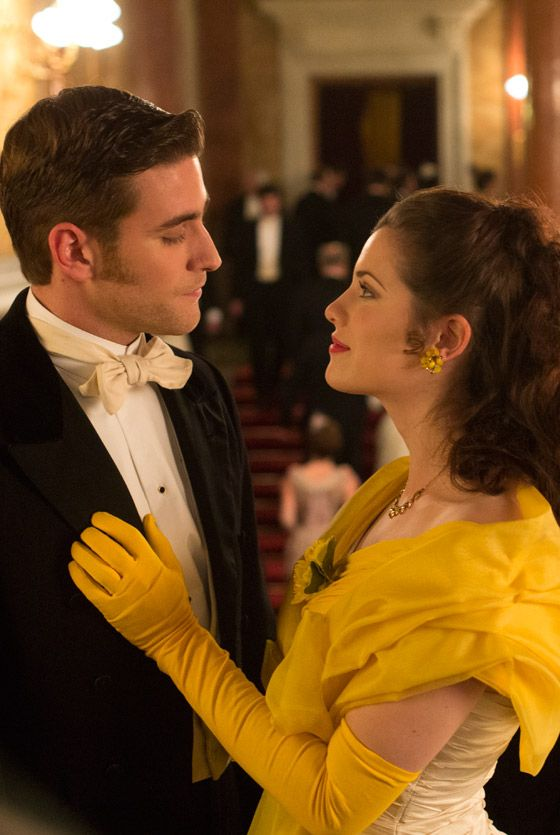 Stunning picture of Jessica De Gouw as Mina Murray and Oliver Jackson-Cohen as Harker in Dracula TV series - sky.com/dracula