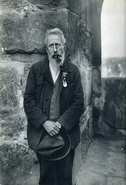 Fotó: August Sander: A tetőfedő mester, 1930 © Die Photographische Sammlung/SK Stiftung Kultur - August Sander Archiv, Cologne; DACS, London...