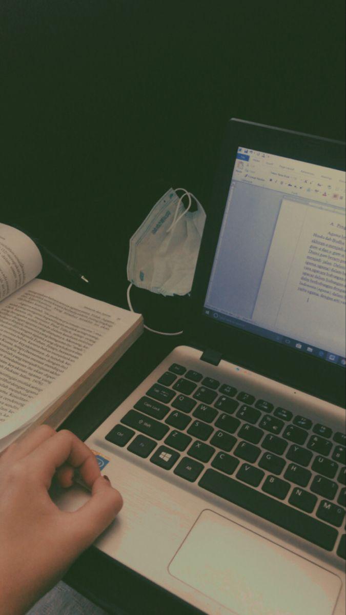 Tugas Laptop Estetik Motivasi Belajar Kehidupan Kampus Belajar