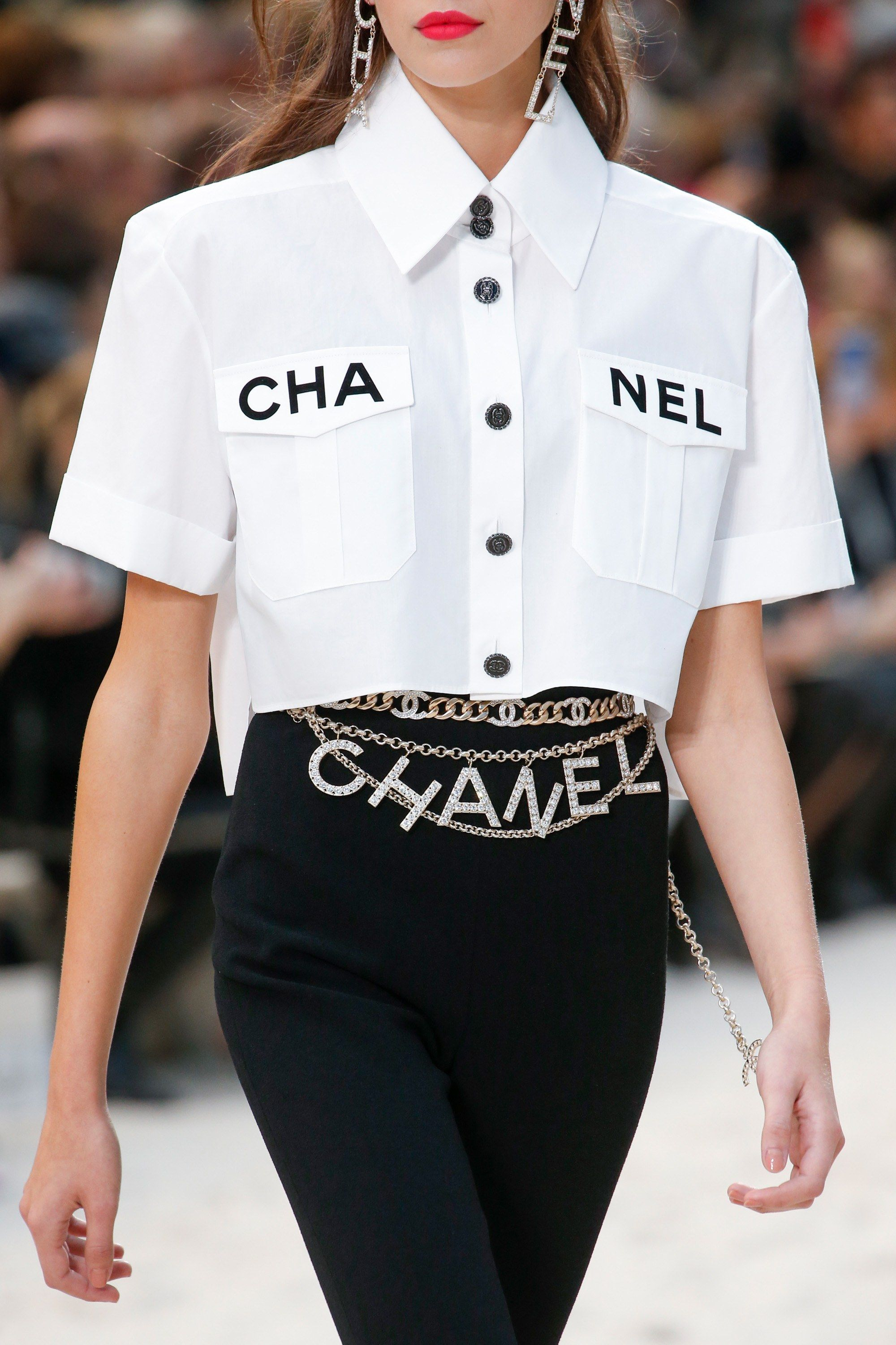 075eccf4bb9c Chanel Spring 2019 Ready-to-Wear Fashion Show   Details. Style ...